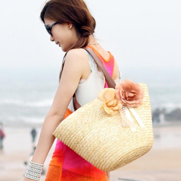 trang phục và phụ kiện đi biển